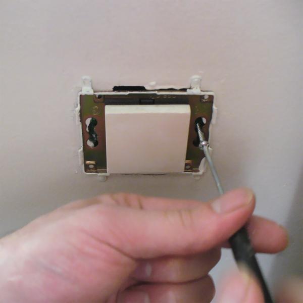 Remplacer un va et vient conseil bricolage avec bricopro for Installer un va et vient avec 2 interrupteurs