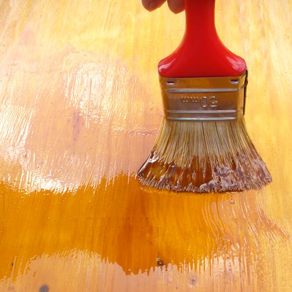 appliquer la lasure sur bois conseil bricolage avec bricopro. Black Bedroom Furniture Sets. Home Design Ideas